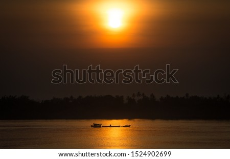 Beautiful Orange Sunset at the Roka Kandal Fishing Community, Kratie, Cambodia.  Stok fotoğraf ©