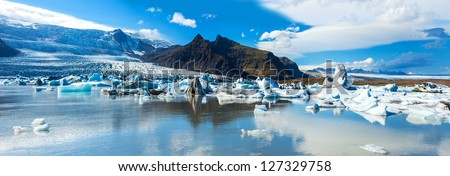 Beautiful panoramic photo of Fjallsarlon Glacial lake full of floating icebergs near the Fjallsjokull glacier
