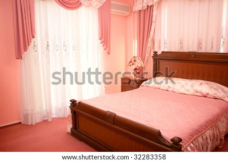 Beautiful pink bedroom with luxurious curtains.