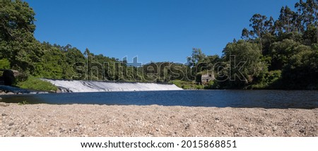 Beautiful Portuguese landscape. River Ave in Portugal on a bright sunny day in summer. Foto stock ©