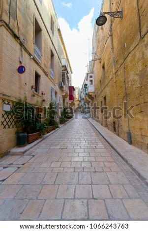 Beautiful quiet street in Vittoriosa (Birgu) Malta Foto d'archivio ©