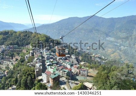 Beautiful Ropeway ride in M.G.Marg Gangtok,Sikkim,India on a sunny winter morning Stockfoto ©