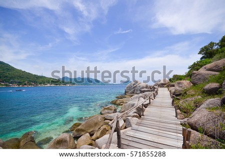 Beautiful sea with blue sky and wood bridge near the sea at Koh Nang Yuan, Nang Yuan island, Suratthani, Thailand