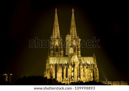beautiful Skyline of the Cologne Cathedral at night