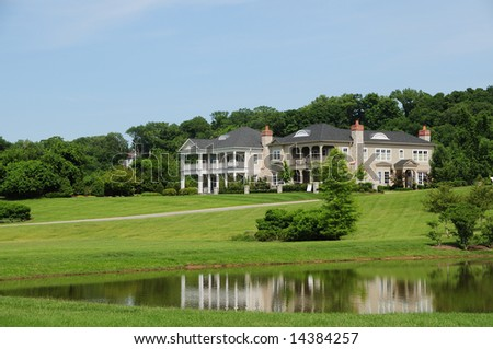 Beautiful Southern Style Homes on a pond - Typical of Kentucky and the southern US states.