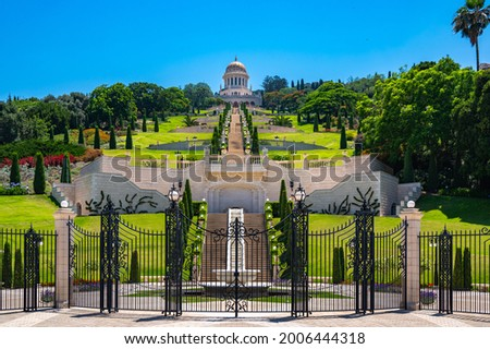 Beautiful symmetric view of the Terraces of the Bahá'í Faith, also known as the Hanging Gardens of Haifa, leading up to the Shrine of the Báb, located on on Mount Carmel in Haifa, Israel Stock fotó ©
