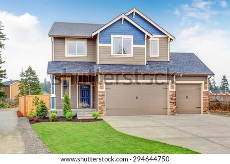 Beautiful traditional home with garage and driveway.