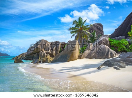 beautiful tropical beach at anse source d'argent on la digue, seychelles Photo stock ©