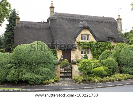 Beautiful upper class cottage with thatched roof and funny cut hedges in the village of Chipping Campden, Cotswold, United Kingdom.