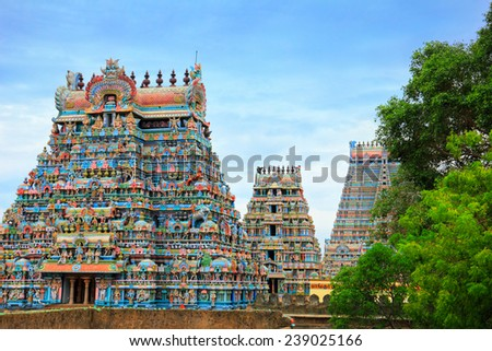 Beautiful view of colorful gopura in the Hindu Jambukeswarar Temple against the background of cloudy blue sky in Trichy (Tiruchirapalli), Tamil Nadu, South India Zdjęcia stock ©