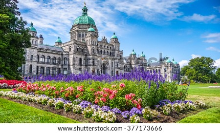 Beautiful view of historic parliament building in the citycenter of Victoria with colorful flowers on a sunny day, Vancouver Island, British Columbia, Canada ストックフォト ©