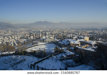 Beautiful view of the old buildings of Citta Alta, Bergamo under a layer of snow Foto d'archivio ©
