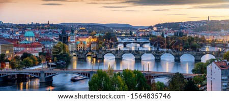 Beautiful view to the illuminated cityscape and bridges of Prague, Czech Republic, including the famous Charles Bridge and old town just after sunset time Foto stock ©