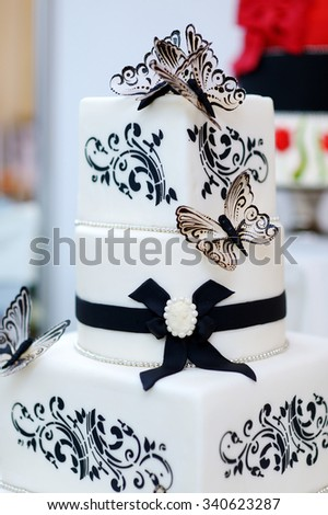 Beautiful white and black butterfly wedding cake