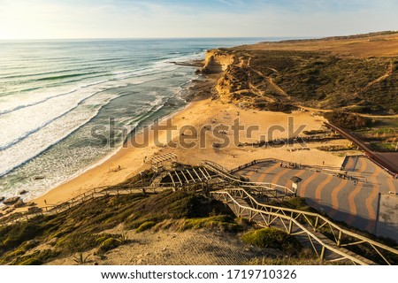 Beautiful winter sunny day with clear blue skies at Praia de Ribeira d'Ilhas located in Ericeira, 45 minutes away from Lisbon, known for great surfing and for being a part of a World Surf Reserve. Foto stock ©