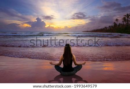 Beautiful woman doing yoga at the beach Foto stock ©