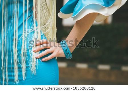 beautiful woman in blue flamenco dress dancing flamenco Foto stock ©
