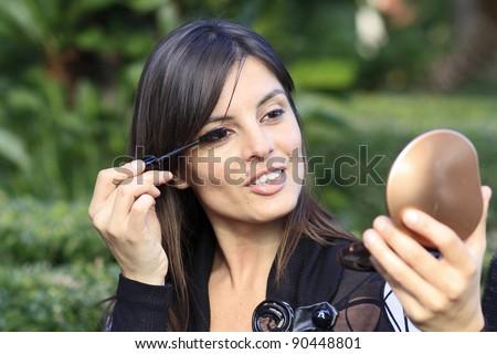 beautiful woman making up her eyes