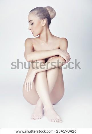 adult without cloth girl imgae