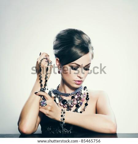 Lifestyle - Pagina 6 Stock-photo-beautiful-woman-with-evening-make-up-jewelry-and-beauty-fashion-photo-85465756