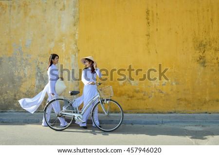 beautiful  woman with vietnam...
