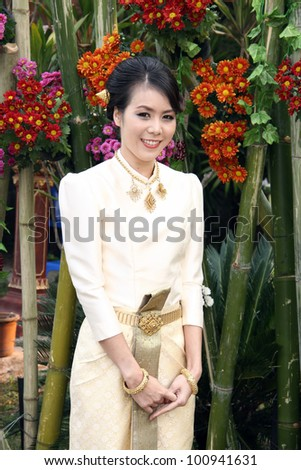 Beautiful young bride with Thai traditional dress