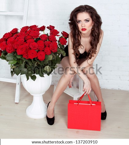 Beautiful young woman with bouquet of red roses and gift box, Valentine\'s day
