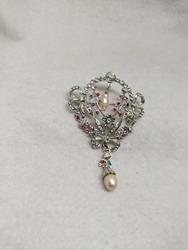 beautifull brooch combination of pearl