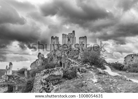 Beautifull castle of Rocca Calascio, famous for the location of the famous movie. In the province of L'Aquila, Abruzzo, Italy #1008054631