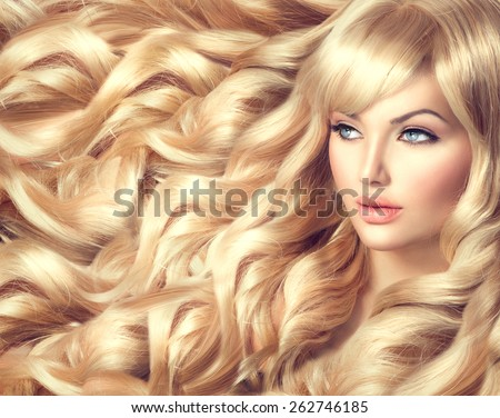 Beauty Blonde Woman Portrait. Beautiful model girl with long curly blond hair. Hairdressing, hairstyle. Healthy Long Wavy Hair. White Hair. Sexy Model. Perfect Skin and Make up. Hair Extensions