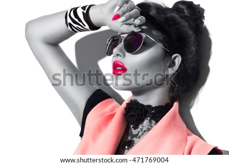 Stock Photo Beauty Fashion model girl black and white portrait, wearing stylish sunglasses. Sexy woman portrait with perfect makeup and manicure, trendy accessories and fashion wear. Beauty trends