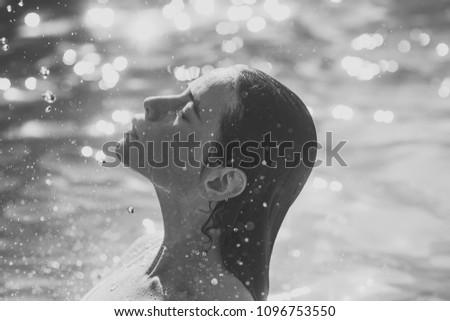 Beauty fashion portrait. cute woman on Caribbean sea in Bahamas. cute woman swimming in sea.