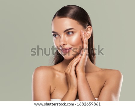 Beauty woman clean healthy skin natural make up spa concept long smooth hair Foto stock ©