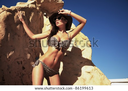 Beauty woman in hat on vacation day