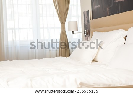 Bed and pillow set with bed runner