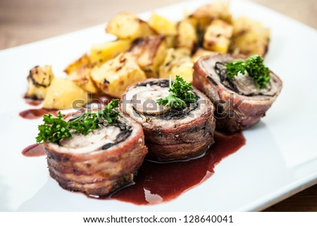 Beef rolls with potatoes and parsley