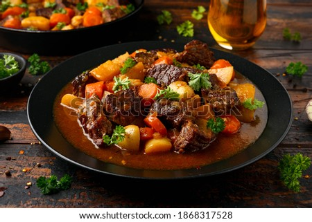 Beef Stew with carrot and baby potato in black plate on wooden table Foto stock ©