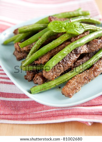 Beef Strips with Green Beans and Basil