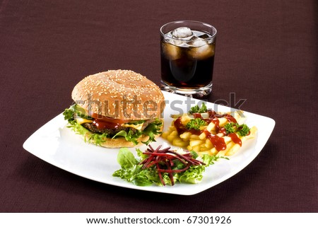 Beefburger with crispy salad leaves and chips