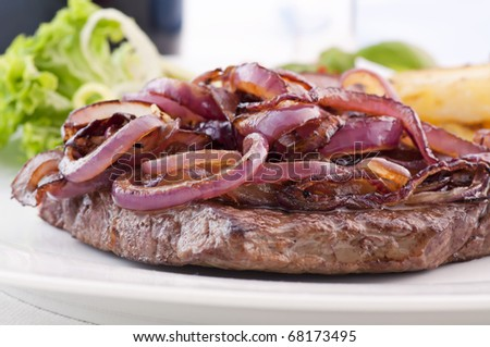 Beefsteak with roasted Onion Rings