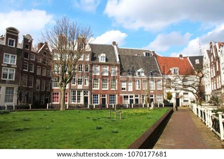 Beguine yard (dutch: Begijnhof) in Amsterdam in spring, historical buildings Сток-фото ©