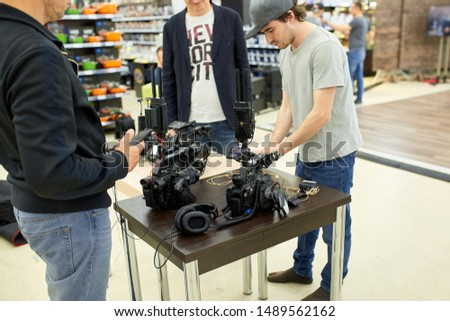 Behind the scenes of filming films or video products and the film crew of the film crew on the set in the pavilion of the film studio. #1489562162
