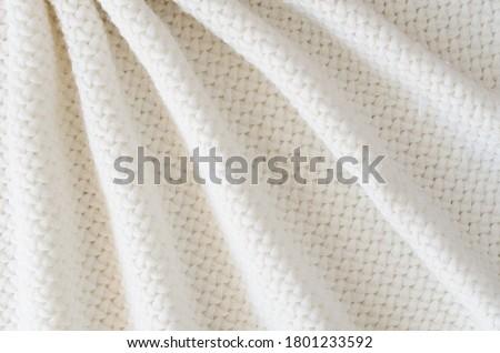 Beige knitted woolen background. Knitwear fabric texture. Stock foto ©