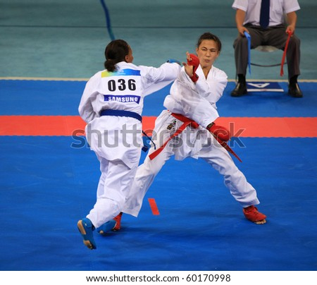 BEIJING-AUG 31: American Fonseca Elisa Au (R) fight against WILLIAMS Natalie (L) during the Karate competitions of the SportAccord Combat Games 2010 Beijing on Aug 31, 2010 in Beijing, China