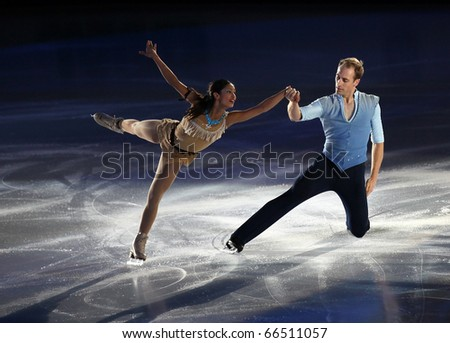 BEIJING-NOV 7: Amanda Evora and Mark Ladwig of USA perform in the Gala Exhibition event of the SAMSUNG Cup of China ISU Grand Prix of Figure Skating 2010 on Nov 7, 2010 in Beijing, China.