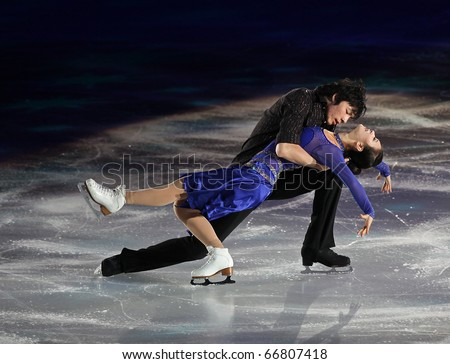 BEIJING - NOV 7: Xintong Huang / Xun Zheng of China perform in the Gala Exhibition event of the SAMSUNG Cup of China ISU Grand Prix of Figure Skating 2010 on Nov 7, 2010 in Beijing, China.