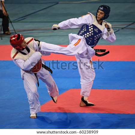 BEIJING-SEP 02:Guillermo Perez of Mexico(L) fights against Joel Gonzalez Bonilla of Spain(R) during the Taekwondo competitions of the SportAccord Combat Games 2010 on Sep 02,2010 in Beijing,China