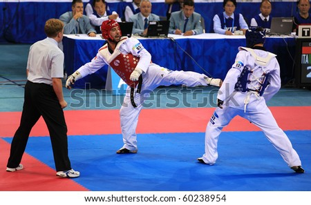BEIJING-SEP 02:Leonardo Basile of Italy(L) fights against Arman Chilmanov of Kazakhstan(R) during the Taekwondo competitions of the SportAccord Combat Games 2010 Beijing on Sep02,2010 in Beijing,China