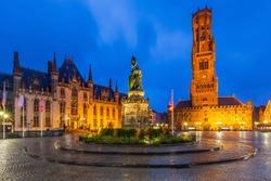 Belgium, Bruges, Grote Markt square with the Provinciaal Hof, Jan-Breydel-Monument and Belfry.