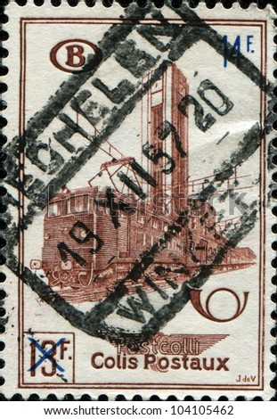 BELGIUM - CIRCA 15649: A railway stamp printed in  Belgium shows Electric Train Type 121 and Nord Station, Brussels, circa 1956